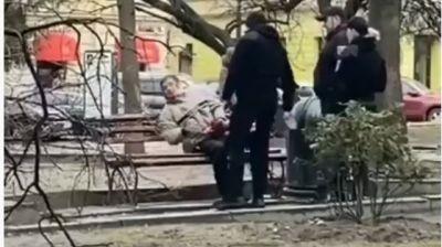 Поліція оголосила підозру муніципалу, який заприскав агресивного п`яничку перцевим балончиком