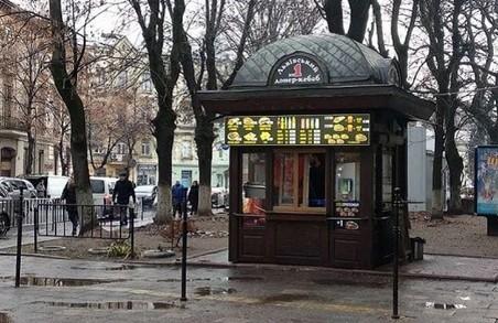 У Львові демонтують МАФи з шаурмою