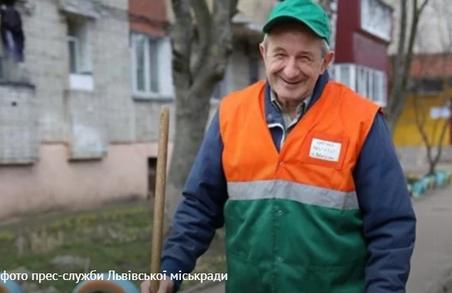 Найкращим двырником Львова вдруге став Мирослав Новоставський