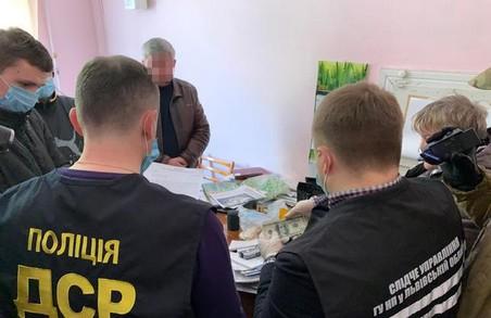 На Львівщині директор державного підприємства погорів на хабарі (ФОТО)