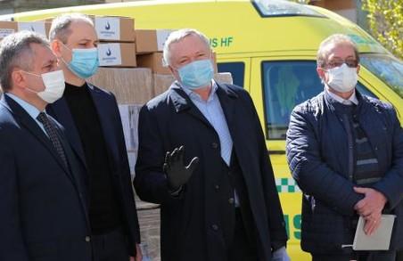 Благодійники передали індивідуальні засоби захисту для медиків районних лікарень Львівщини