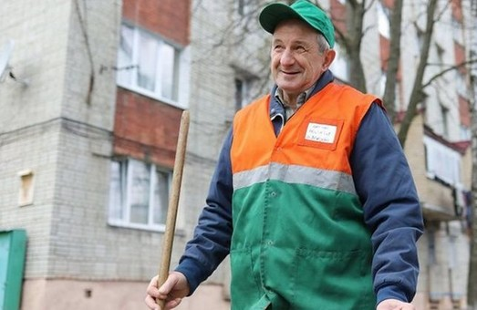 У Львові закликають преміювати всіх двірників