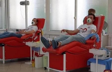 Львівські регбісти здають кров для хворих дітей