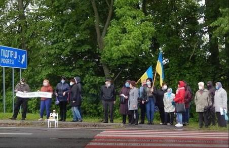 У Бродівському районі протестувальники перекрили трасу Київ-Чоп (ФОТО)