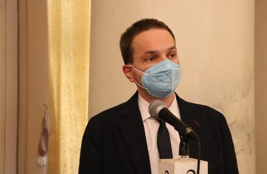 Сім'ям померлих від коронавірусу працівникам медзакладів виплачуватимуть разову допомогу