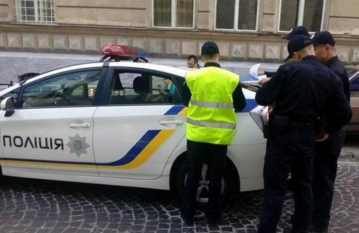 На Львівщині слідчі відкрили провадження за спробу дати хабара поліцейським