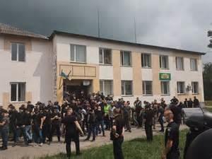 У Березному тітушки Ківи напали на ветеранів та Національний Корпус під час зустрічі з нардепом Литвиненком