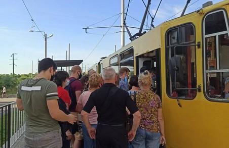 У пасажирів міського громадського транспорту Львова вирішили перевіряти довідки із місця роботи