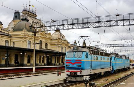 «Укрзалізниця» запускає три поїзди із Західної України до морських курортів
