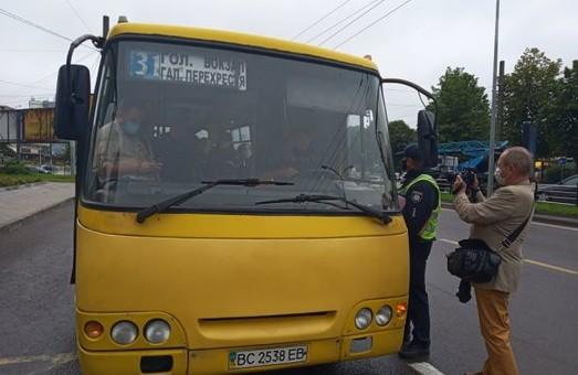 У Львівській міськраді звітують про те, як вчора перевіряли громадський транспорт на дотримання карантинних обмежень