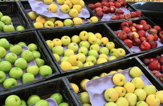 В супермаркетах України банани зараз дешевші, а ніж яблука чи кавуни