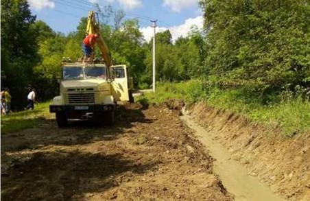 На Старосамбірщині завершують відновлення проїзду на дорозі між Рожевим і Поляною