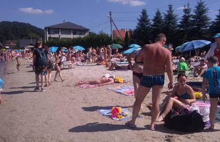 В Україні – карантин, а в Брюховичах літо