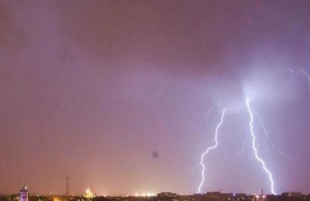 Синоптики обіцяють львів'янам та мешканцям області нічні грози і зливи