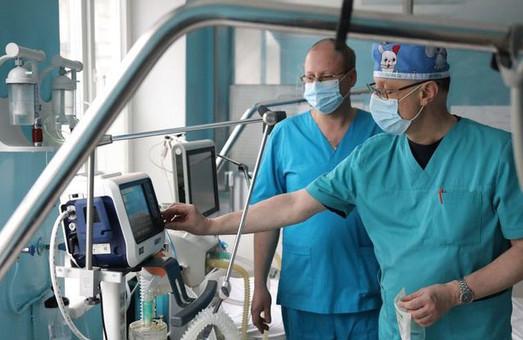 Уже майже 800 медиків Львова отримали матеріальну допомогу від міськради
