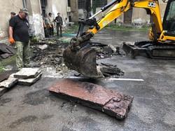 На території колишньої тюрми на Лонцького знайшли старовині єврейські надгробки (фото)