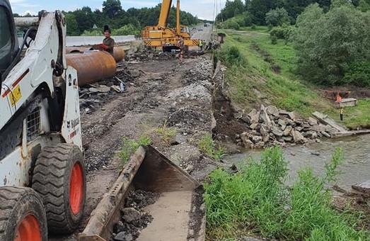 У селі Боднарів на Прикарпатті будують новий міст на трасі Н-10 Стрий-Мамалига