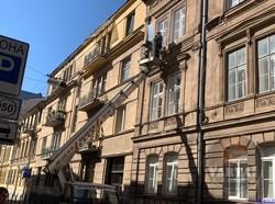 В центрі Львова перекривали вулицю через загрозу обвалу фасаду будинку
