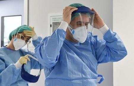 У Львівській області коронавірусом інфікувалася майже тисяча медиків, більше половини із них уже одужали