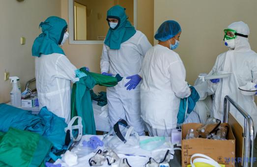 Люди похилого віку складають три чверті шпиталізованих у Львівську обласну інфекційну лікарню із коронавірусом.