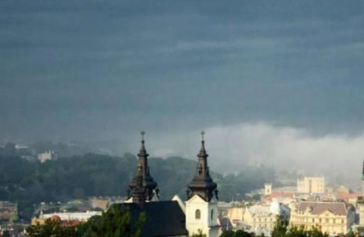 У суботу на Львівщині в другій половині дня очікуються грози, град та шквали