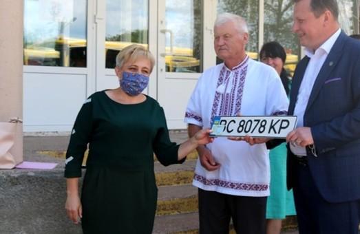 Учні села Волиця на Львівщині отримали новий шкільний автобус
