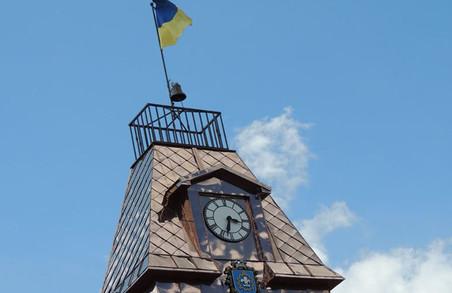 На вежі ратуші у Бродах на Львівщині встановили унікальний авторський годинник