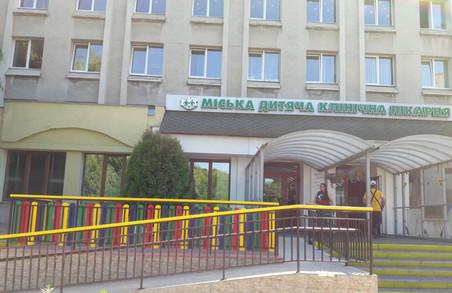 У Львові в міській дитячій лікарні, що на Пилипа Орлика, оновили ігровий майданчик і пандус для маломобільних пацієнтів