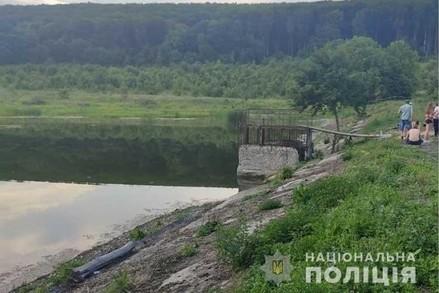 На Тернопільщині у ставку втопилося двоє юнаків