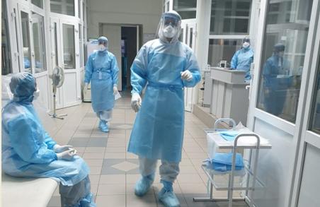 У стаціонарах Львівщини на лікуванні з приводу коронавірусу перебуває 921 особа