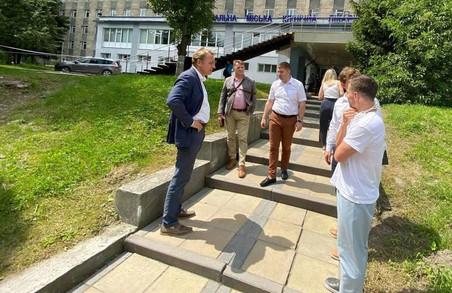 У Львівській лікарні швидкої медичної допомоги на вулиці Миколайчука хочуть відкрити нові відділення і провести благоустрій території