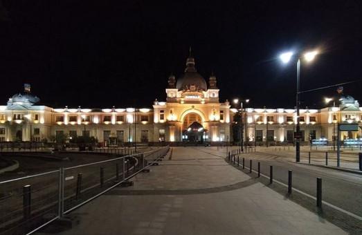 Головний вокзал Львова отримав нову підсвітку