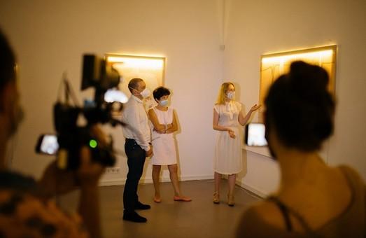 У Харкові заради «нейлонової» виставки Nude львів'янки Василини Буряник вимкнули світло