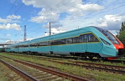 Завтра відновлює курсування поїзд Львів – Чернівці