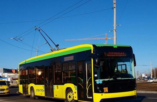 Пообіцяли і збрехали – на тролейбусному маршруті № 27 у Львові і далі працює один тролейбус