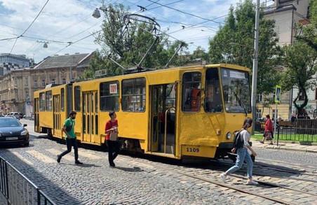 Через ДТП на площі Соборній в центрі Львова зупинилися трамваї