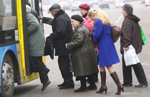 Садовий просить львівських пенсіонерів не користуватися громадським транспортом в години «пік»