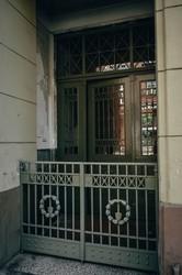 У Львові в Личаківському районі відновили дві історичні брами у під'їздах (ФОТО)
