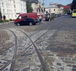 «Львівелектротранс» замінив на перехресті вулиць Підвальної та Руської 50 метрів аварійних колій