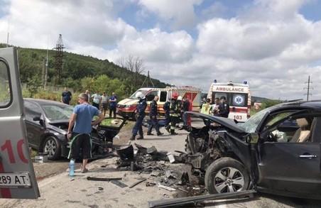 На автотрасі між Івано-Франківськом та Тернополем сталося масштабне ДТП