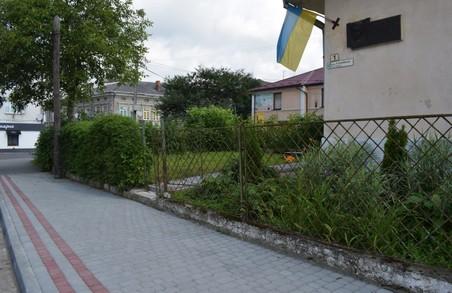 У Самборі на Львівщині відремонтували тротуар на вулиці Курбаса
