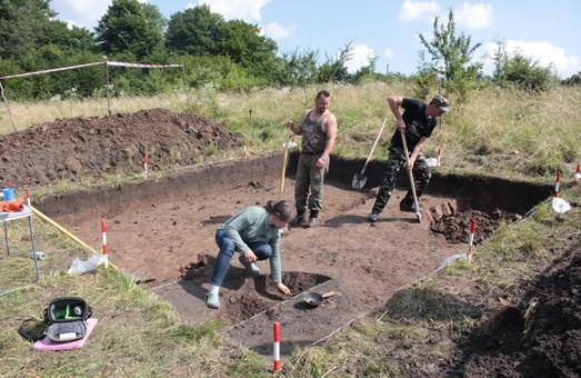 Археологи ведуть розкопки в давньому городищі Пліснеськ біля села Підгірці на Львівщини
