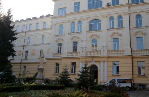 У Львові ремонтують пологовий корпус обласної клінічної лікарні