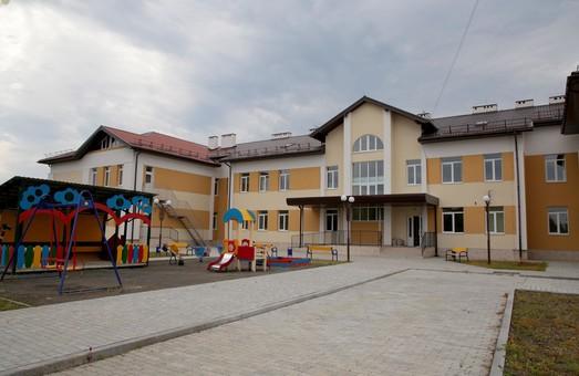 У Великому Любіні на Львівщині завершують будівництв дитячого садочка