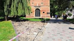 У Дрогобичі у сквері біля костелу Святого Варфоломія облаштовують пішохідний простір