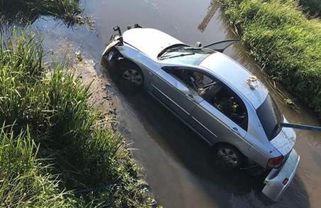 Неподалік Жовкви на Львівщині легковик упав із моста