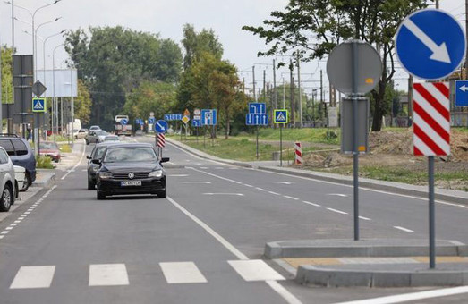 Одну ділянку вулиці Курмановича відкрили для руху транспорту, а іншу – закрили