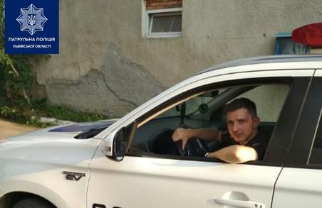 Львівські патрульні врятували чоловіка від самогубства