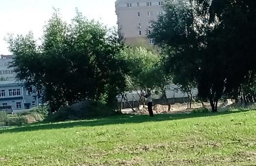 У Львові забудовник знищує муніципальне озеро