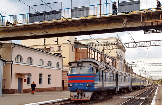 До Тернополя і Луцька уже не заїдеш приміськими поїздами